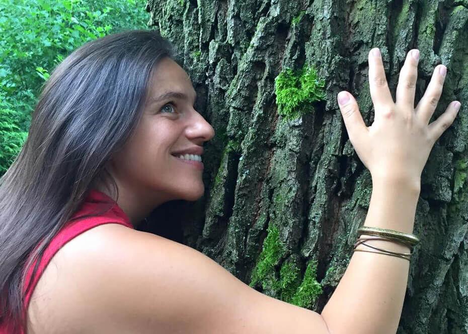 """""""Úgy ölellek titeket magamhoz, mint ezt fát... """" / Fotó: Palya Bea Facebook-oldala"""