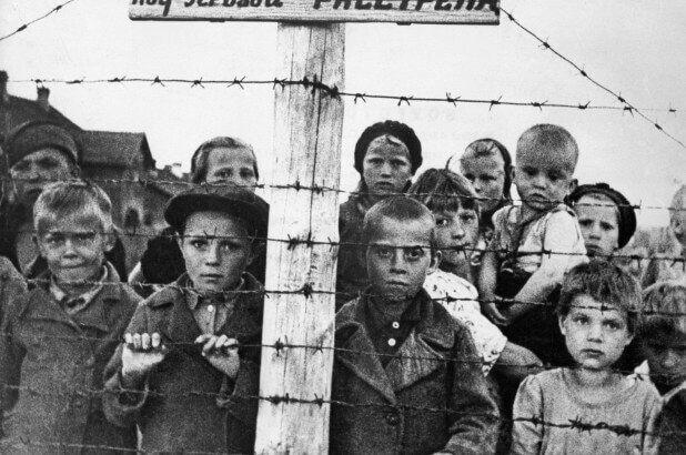 180124 holocaust survivors nazi soldiers 01