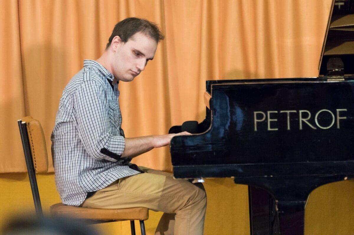 Maxi zongorál