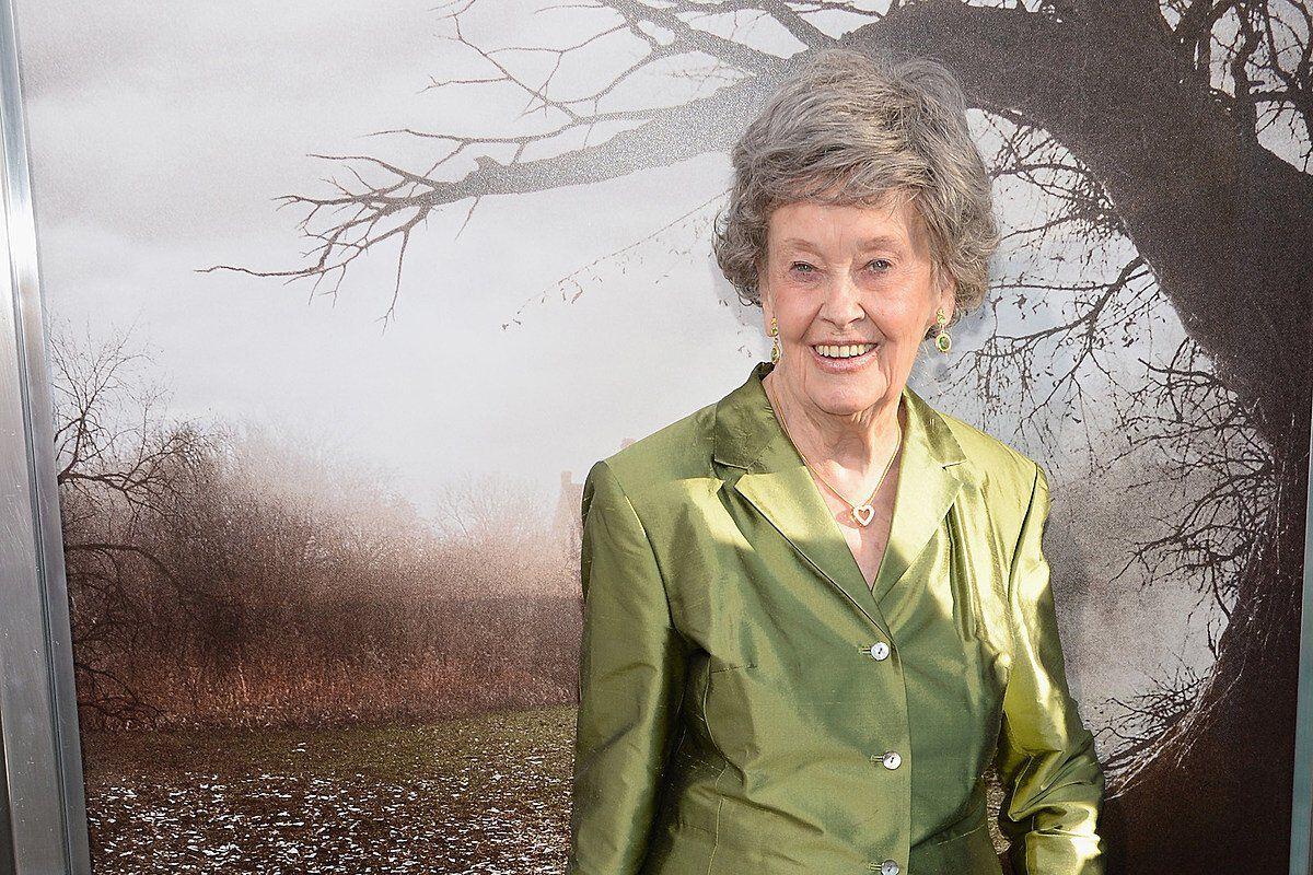 Lorraine Warren démonok között
