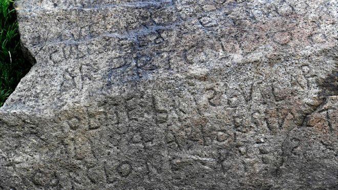 bretagne i Plougastel sziklatömb felirat