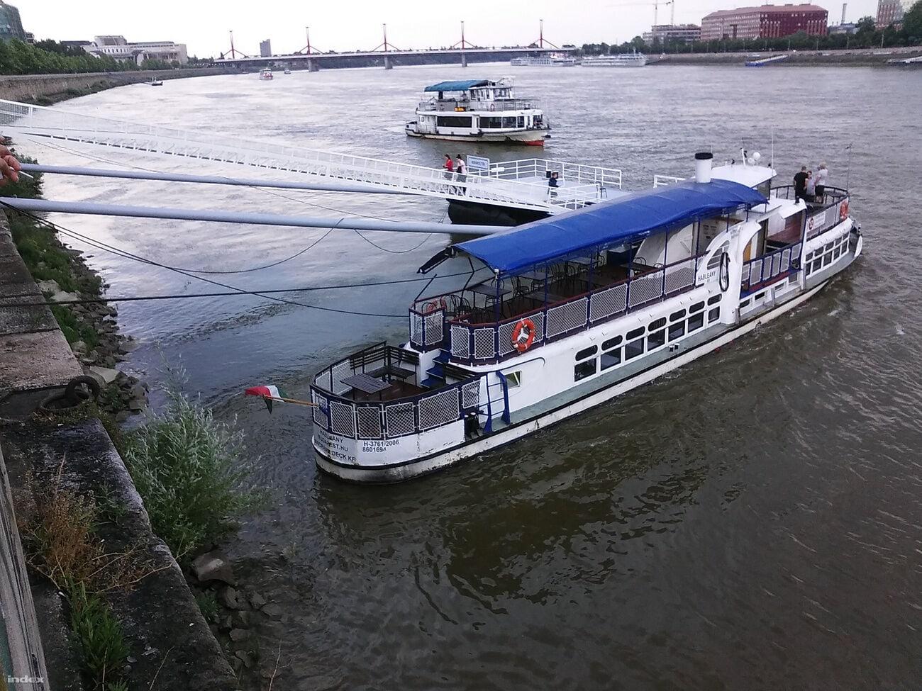 elsüllyedt hajó budapesten hableány hajó