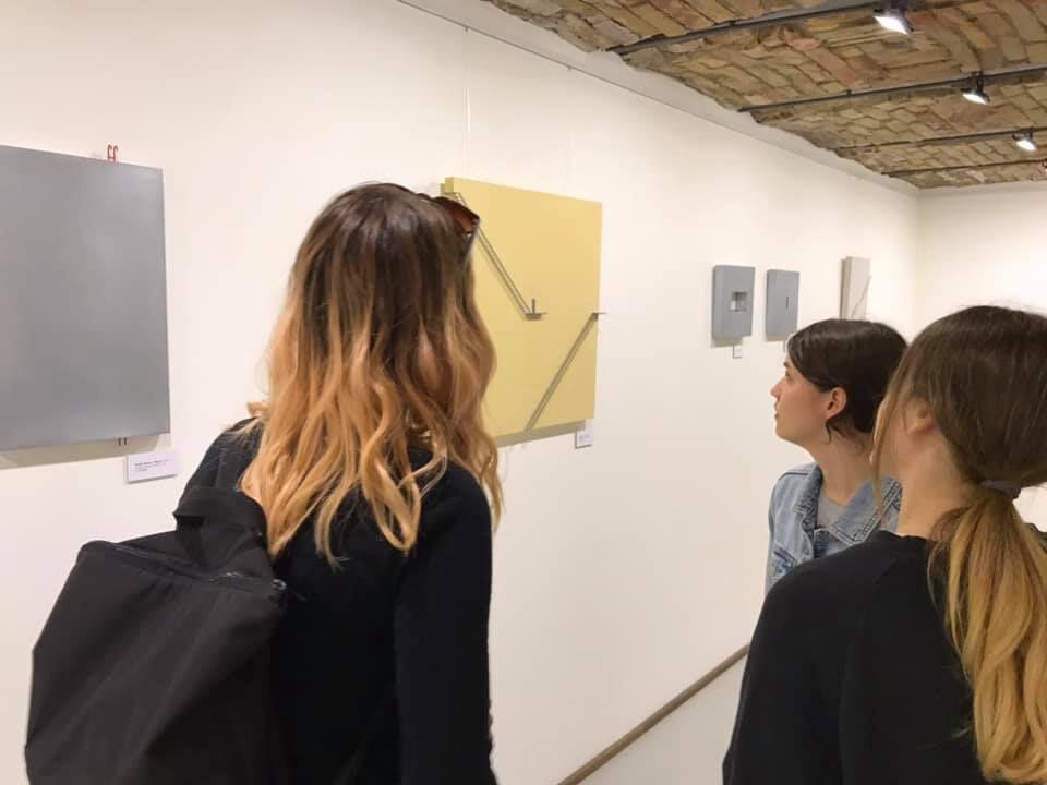 rugógyár galéria kő papír olló kiállítás