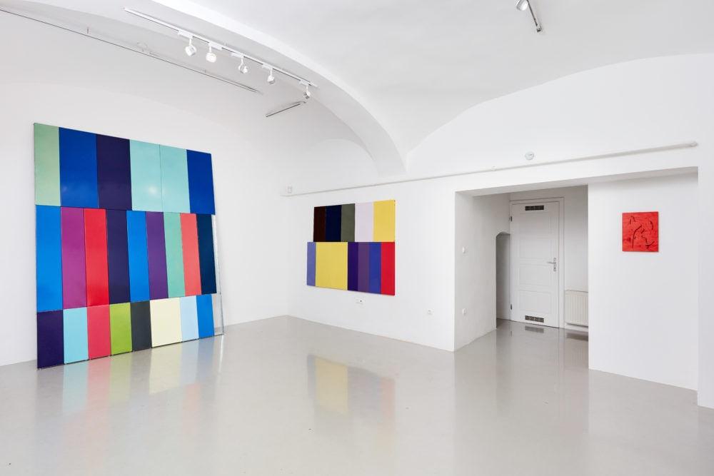 Kristóf Gábor: Open due to Vacation, kiállítási enteriőr / Fotó: Kisterem Galéria