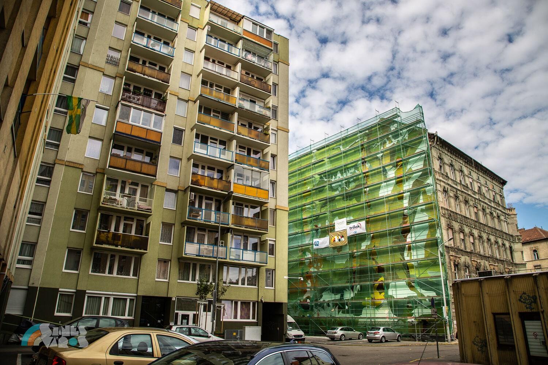 vuk festmény tűzfal 8 kerület ház