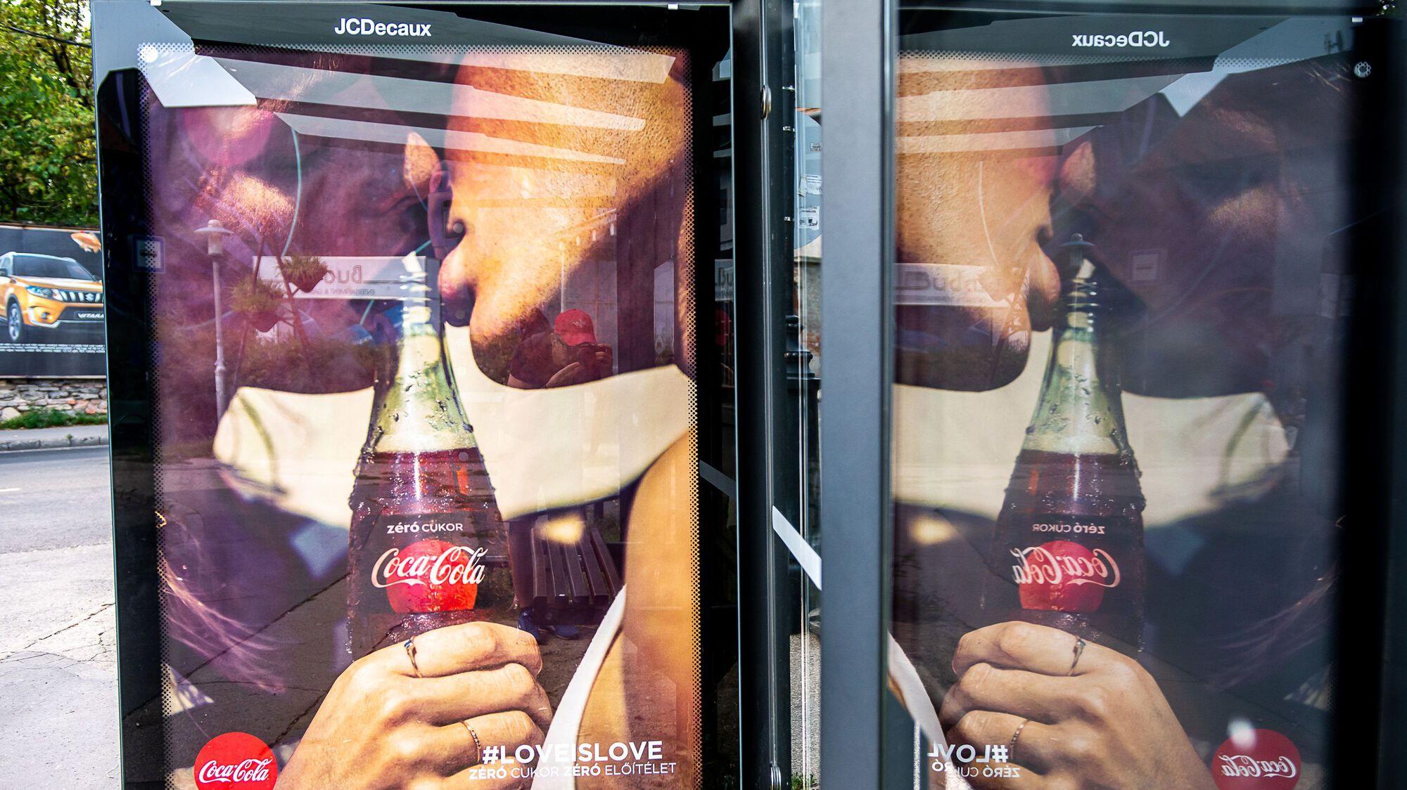 coca cola love is love reklám meleg plakátok