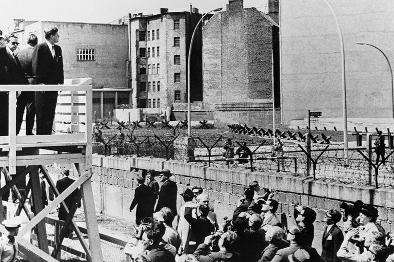 john f kennedy berlini wall berlini fal lebontása berini fal leomlása