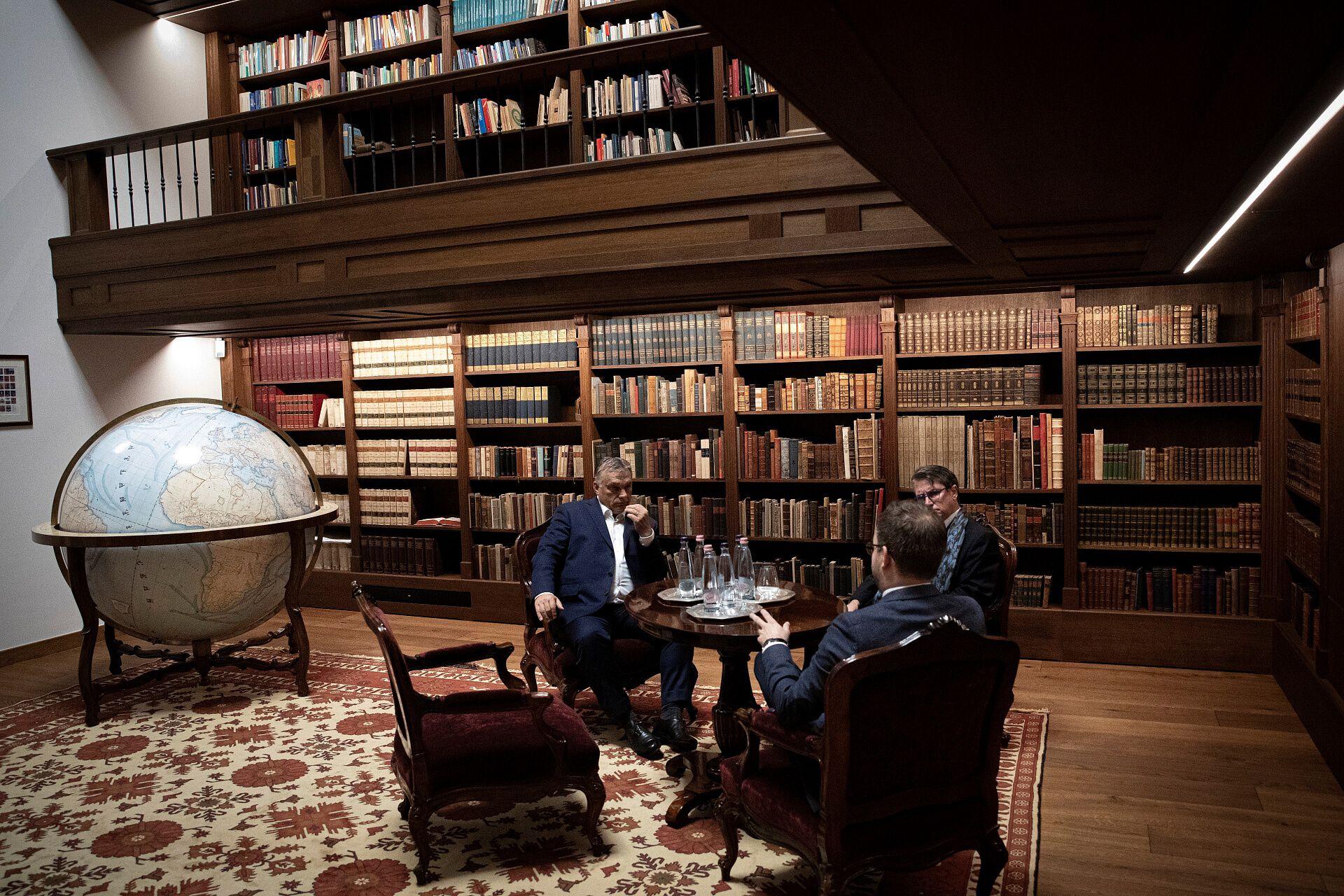 perczel glóbusz széchenyi könyvtár orbán viktor irodája