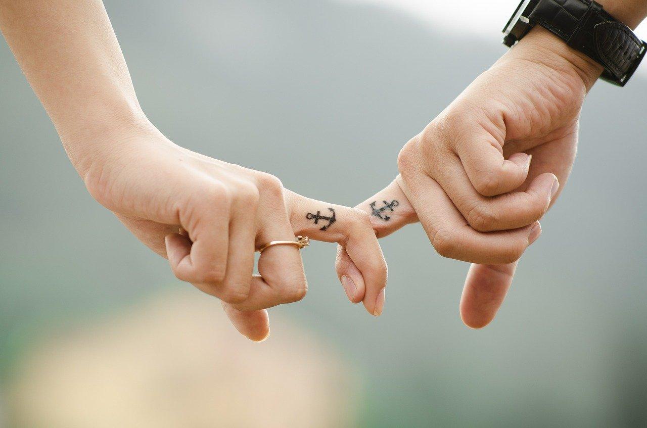 szerelem kezek