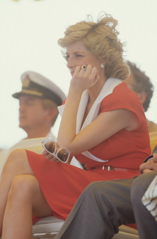 diana piros ruha ausztralia