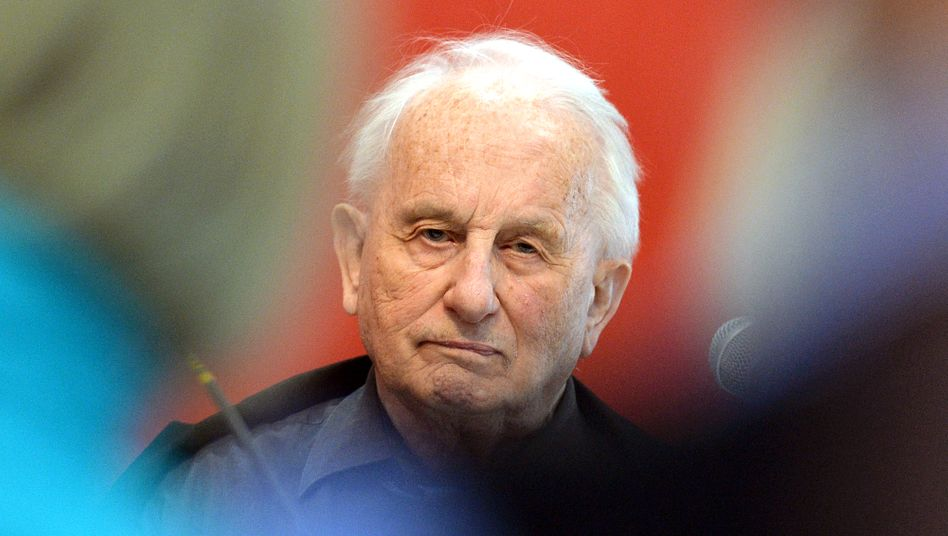 meghalt Rolf Hochhuth dramairo a katonak a helytarto