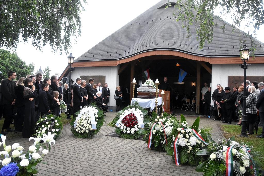 meghalt ko pal szobrasz temetese