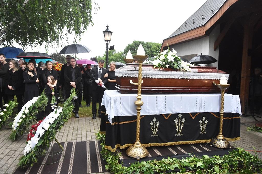 meghalt ko pal szobrasz temetese2