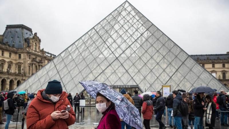 parizsi louvre nyitvatartas kinyitas koronavirus