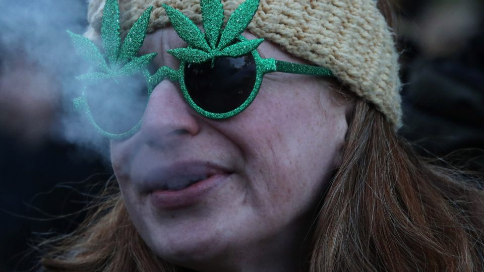 1540281862 weed glasses Getty 960x540 1
