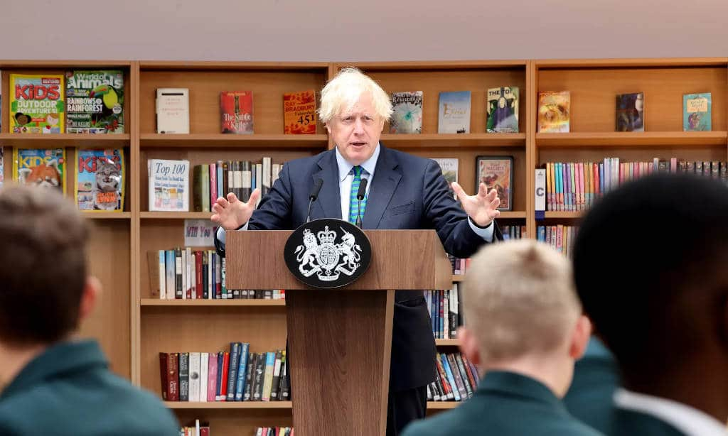 boris johnson konyvtar uzenet