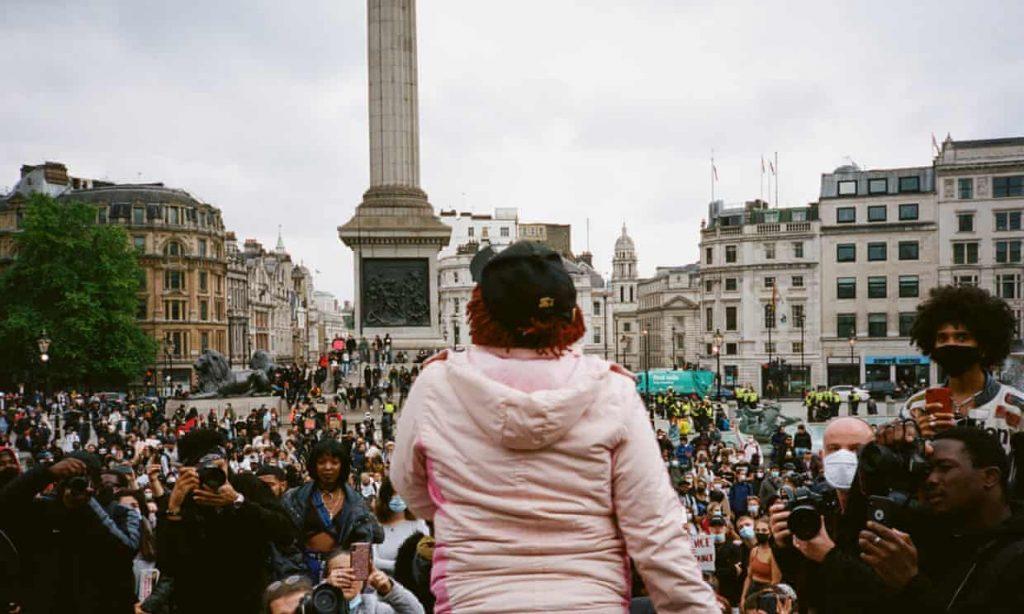 brit fotointezet rasszista foto