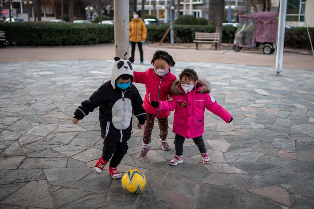koronavirus tunetei gyerekekre fiatalokra