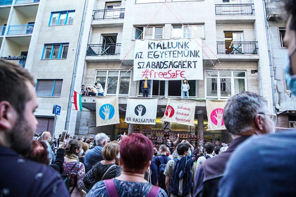 szinmuveszeti egyetem kuratorium vidnyanszky attila nadas peter iro kolto tiltakozas szfe
