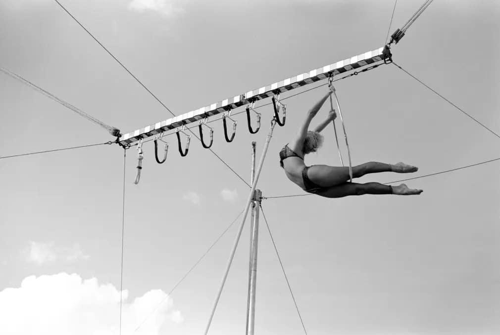 Akrobata Mutatvany Cirkusz Nap Fotoja