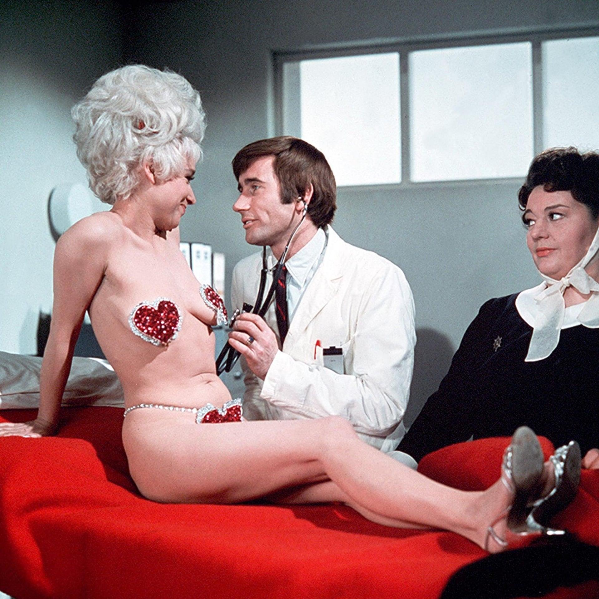 Barbara Windsor Carry On Doctor Folytassa Doktor Meghalt
