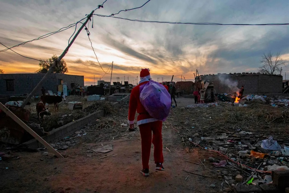 Irak Mikulas Karacsony Adakozas Adomany Haboru Romok Nap Fotoja