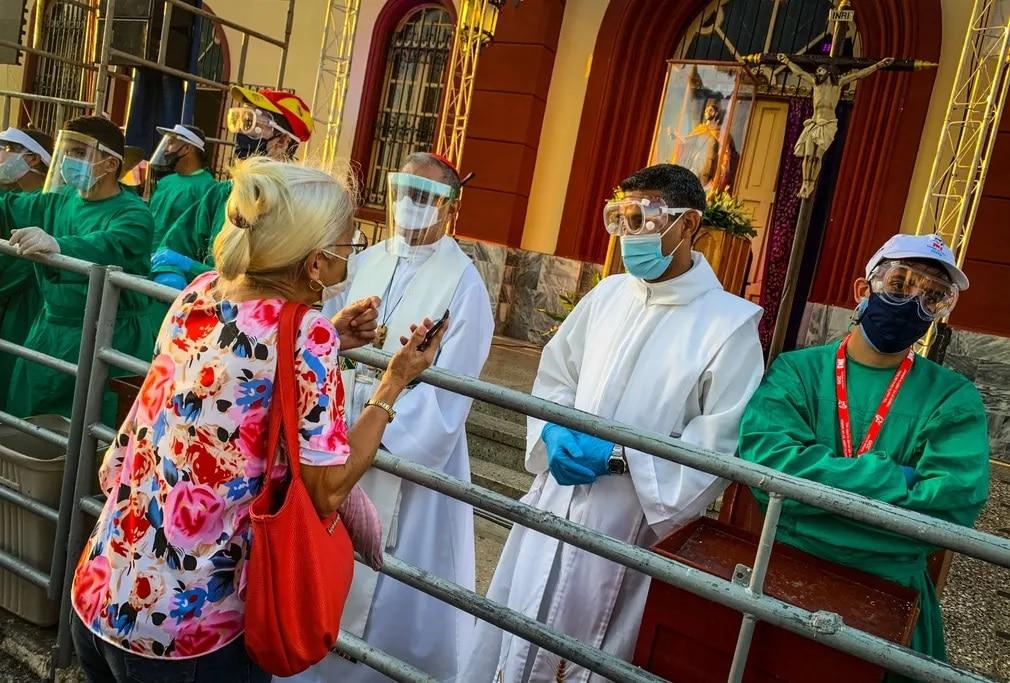 Kuba Pap Szkafander Koronavirus Jarvany Egyhaz Nap Fotoja