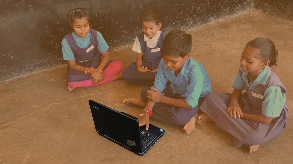 online tanulas melyszegenyseg roma gyerekek romaversitas