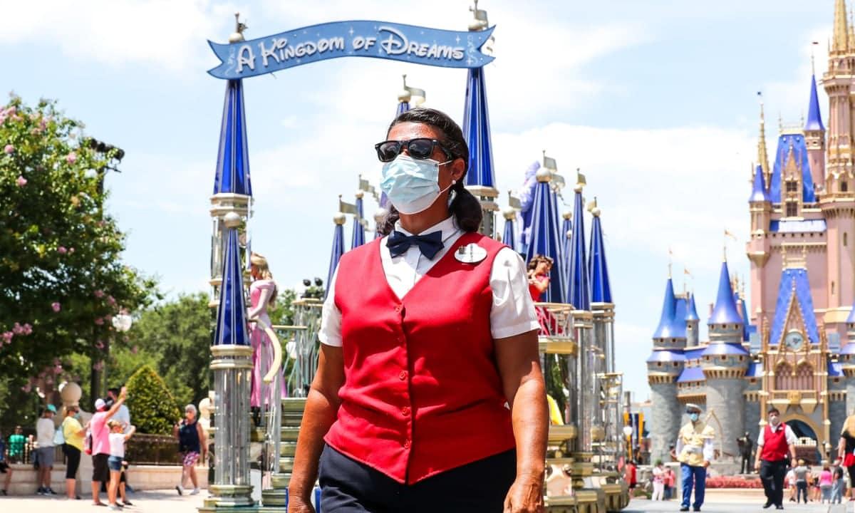 Disneyland Resort koronavirus oltasi kozpont vakcina
