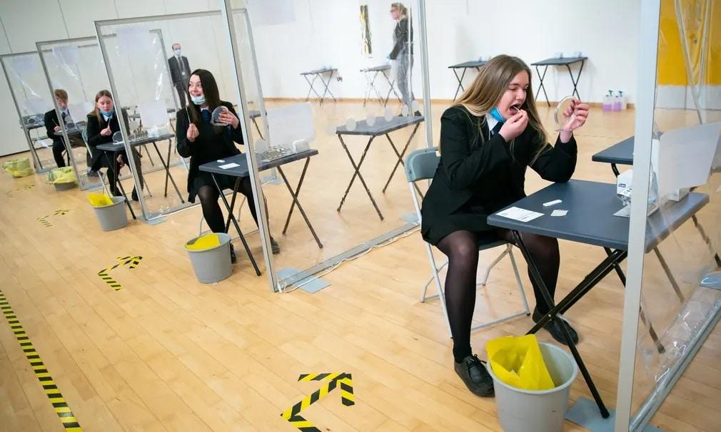 anglia iskola iskolasok koronavirus oktatas teszt nap fotoja