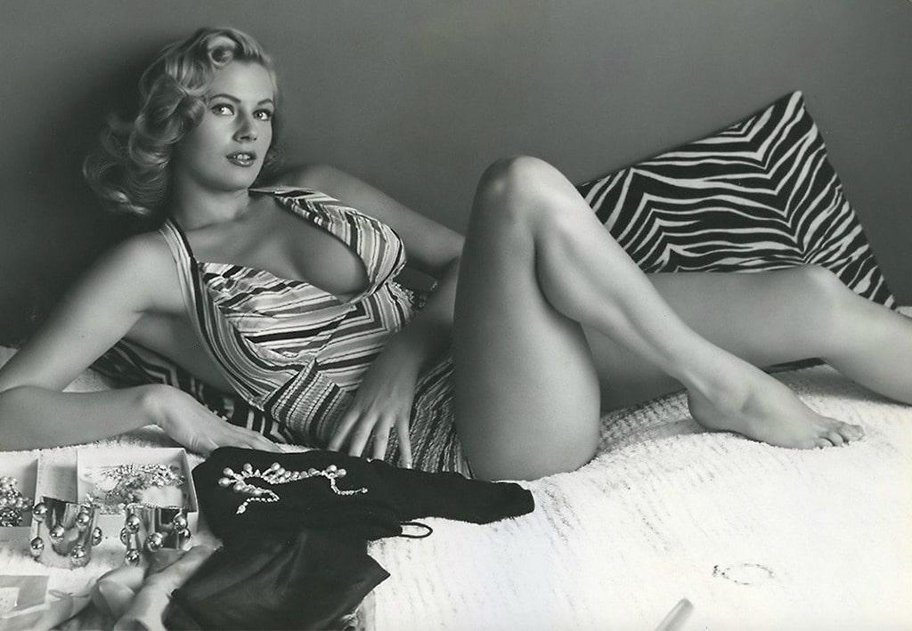 Anita Ekberg Filmek Fotok Modell