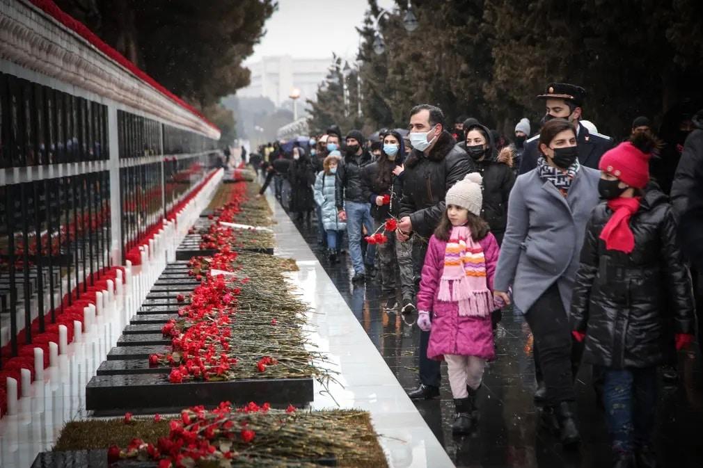 azerbajdzsan emlekezes ceremonia szovjet fekete januar tortenelem nap fotoja