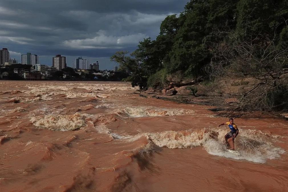 brazilia szorfozes folyo sport eskos evszak nap fotoja