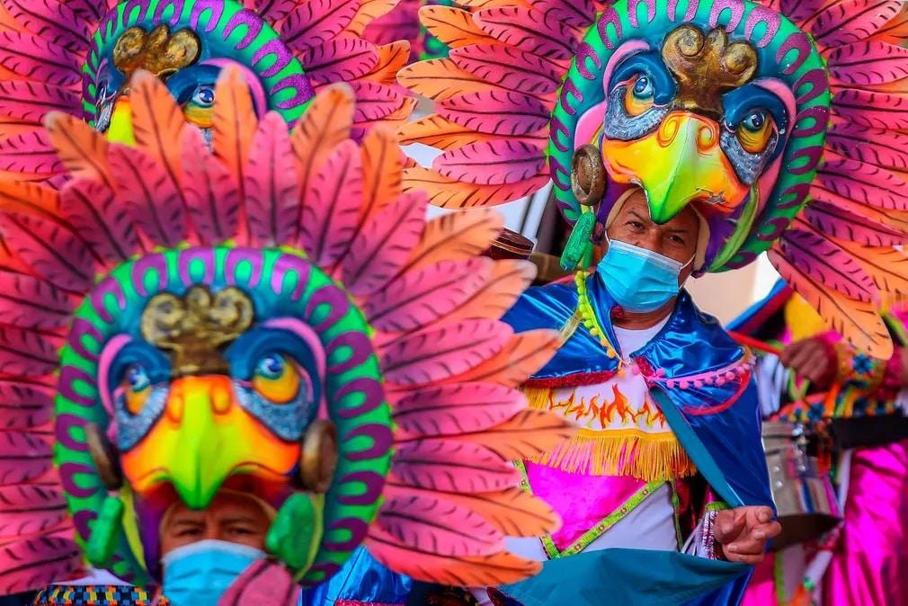 kolumbia muvesz karneval szines kosztum koronavirus nap fotoja