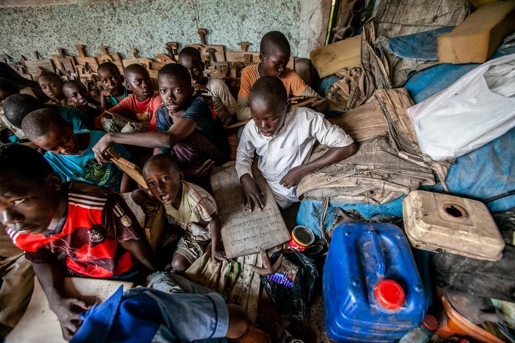 kozep afrikai koztarsasag tanar oktatas tanulok iskola nap fotoja