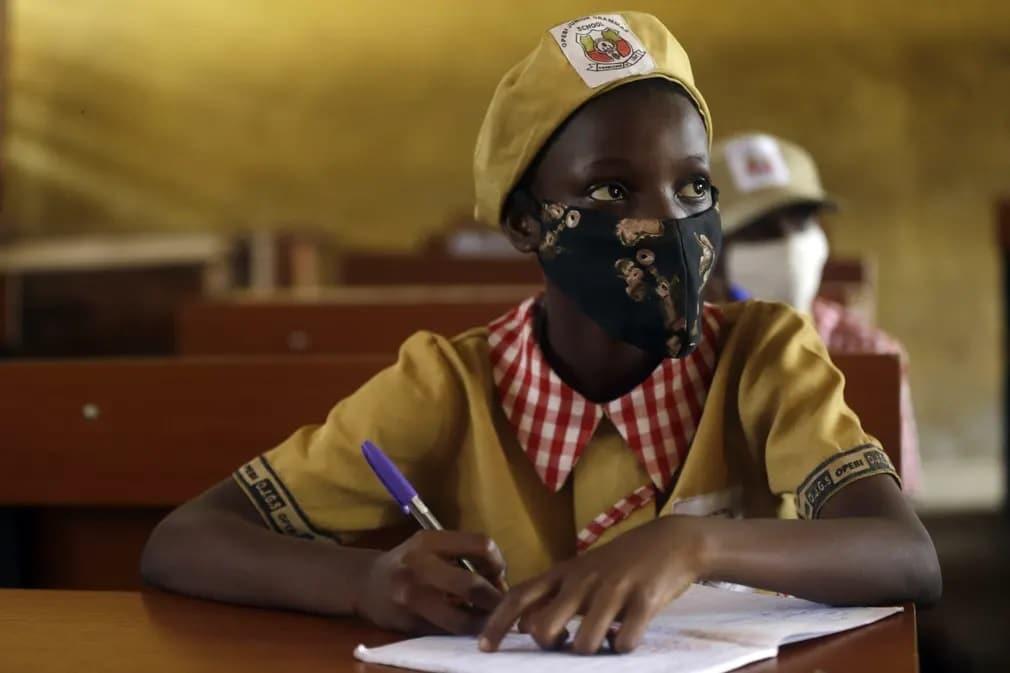 nigeria diak tanulo maszk koronavirus oktatas nap fotoja