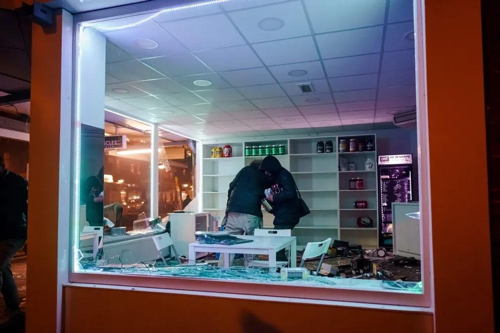 Rotterdam Tuntetes Kirakat Rendorseg Koronavirus Nap Fotoja