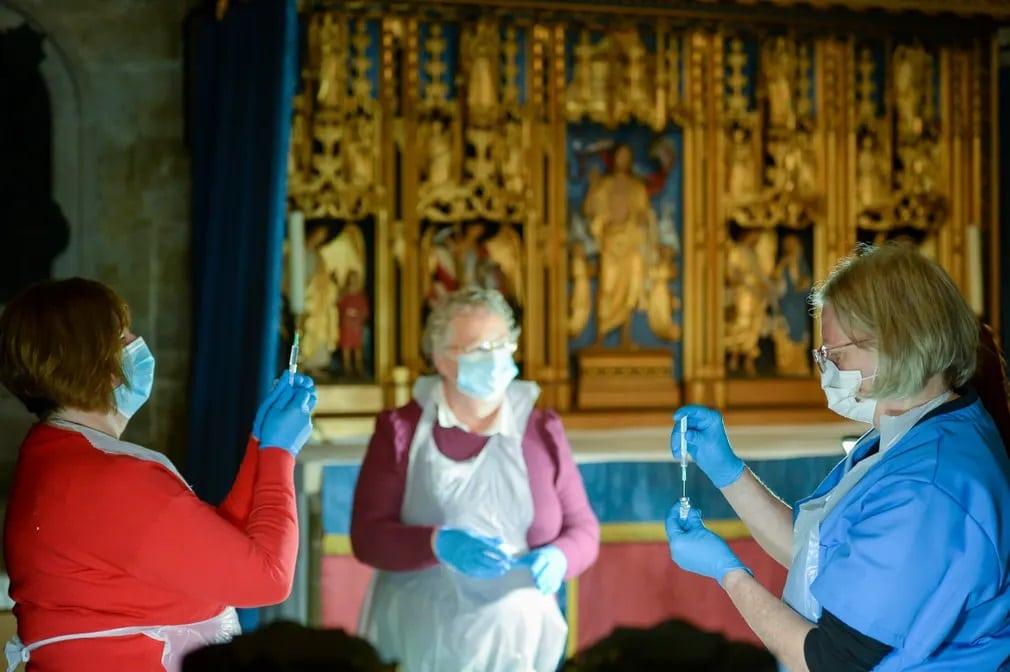 salisbury katedralis oltas koronavirus jarvany nap fotoja