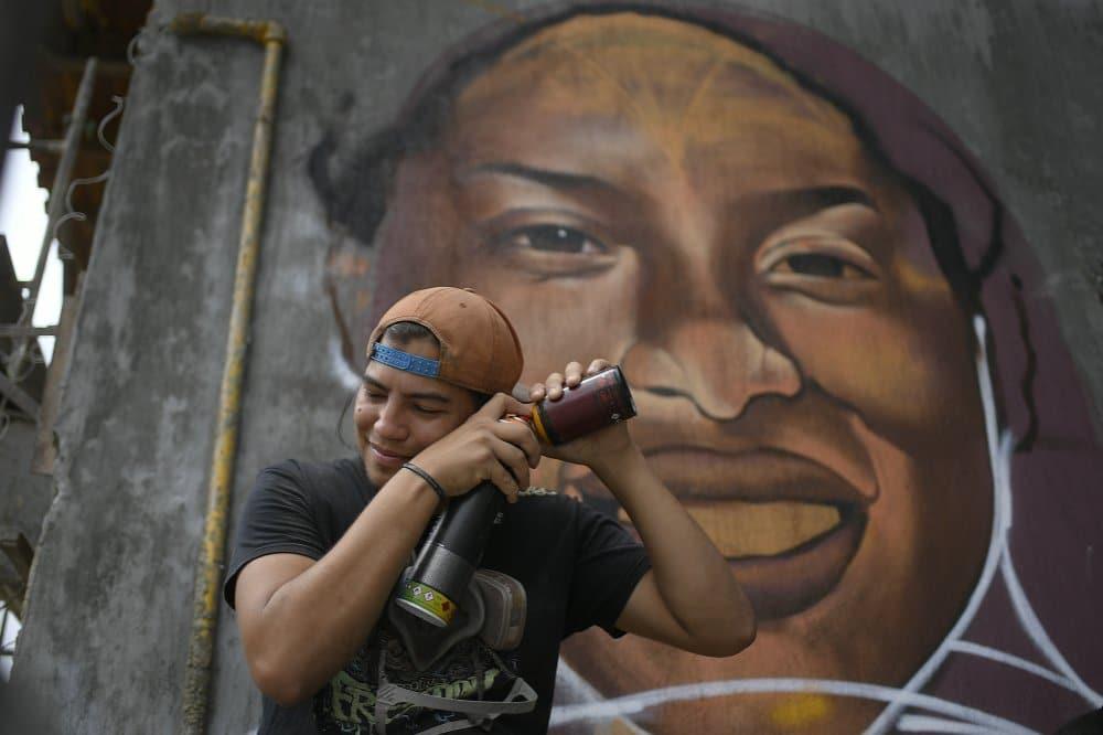 Street Art Muvesz Graffiti Spray Alkotas Nap Fotoja
