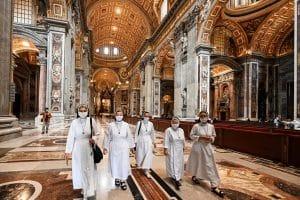Apácák a Szent Péter Bazilikában