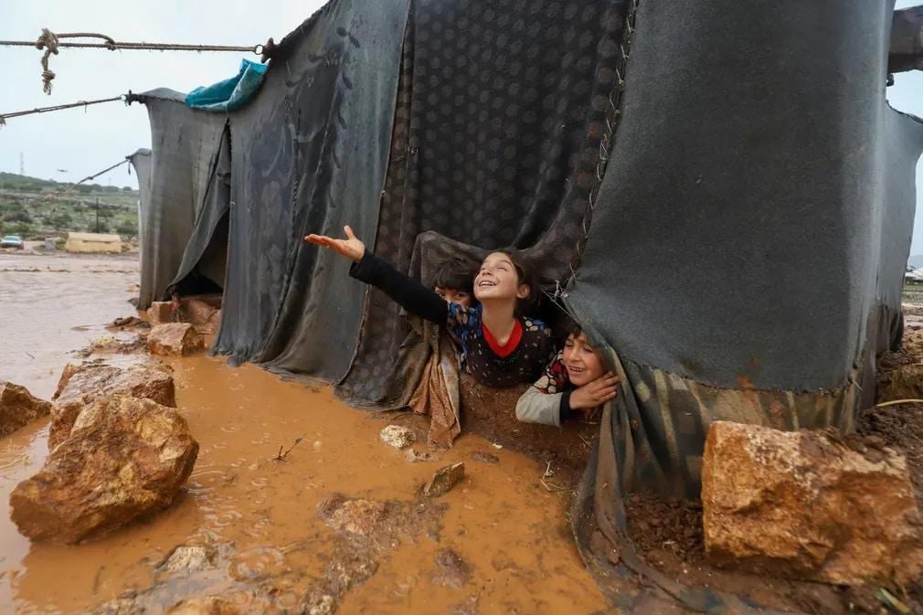sziria menekult tabor gyerekek sar esozes sator nap fotoja
