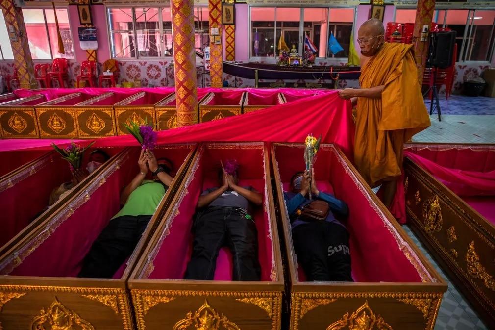 Thaifold Koporso Karma Tisztitas Ujjaszuletes Ceremonia Nap Fotoja