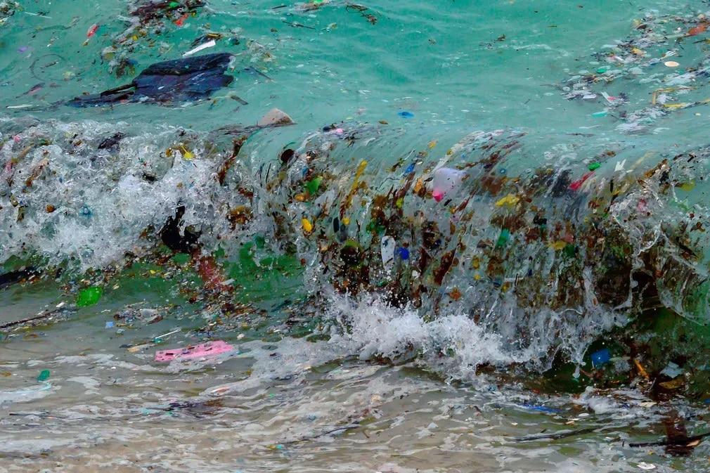 thaifold kornyezetszennyezes hullam muanyag szemet nap fotoja