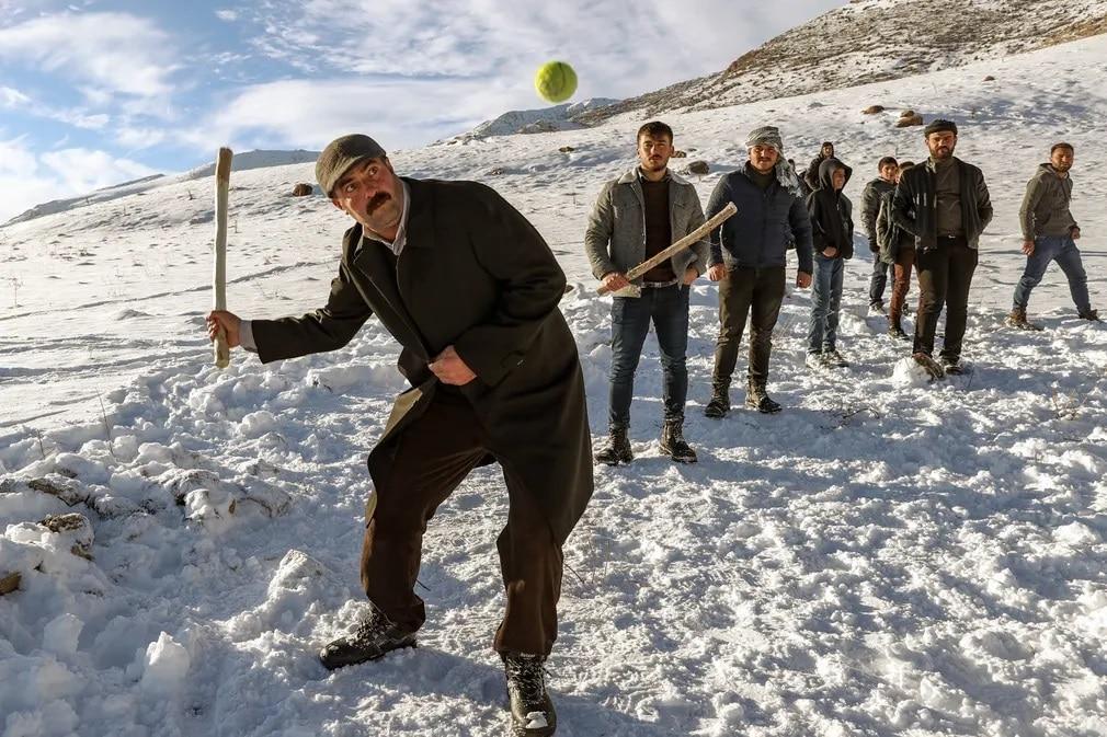 torokorszag ferfi baseball havazas ho tel nap fotoja