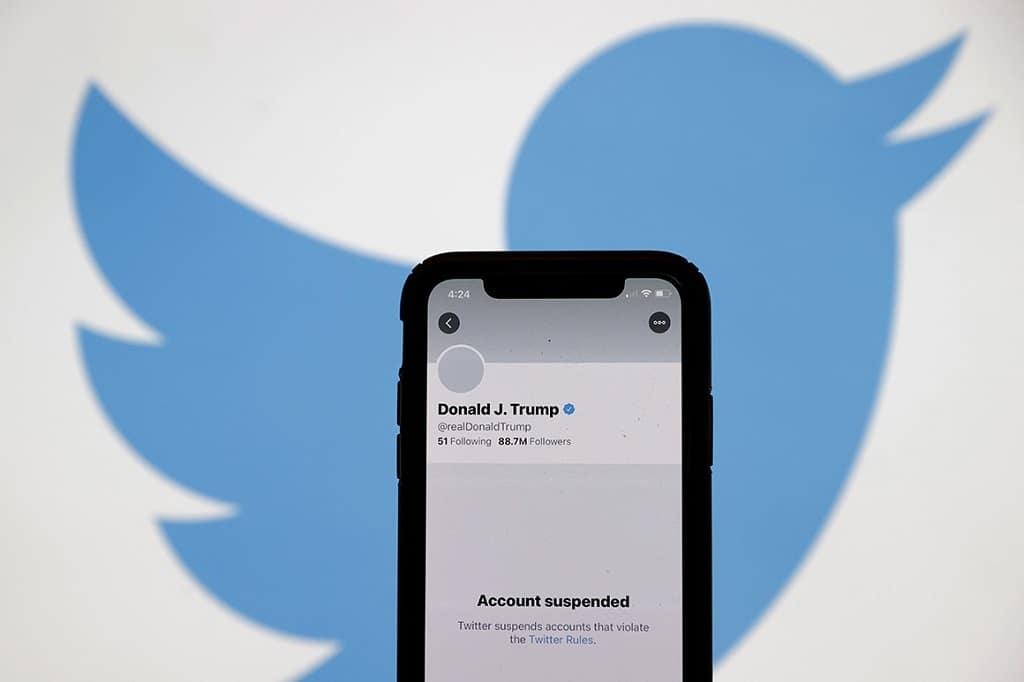 trump twitter felfuggesztes