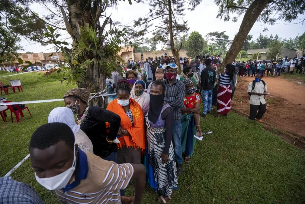 uganda valasztasok sorbanallas szavazat nap fotoja