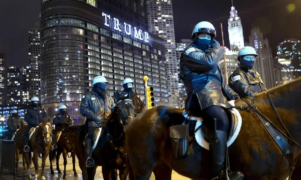 usa chicago donald trump trump tower rendorok lovasrendorok biztonsag nap fotoja
