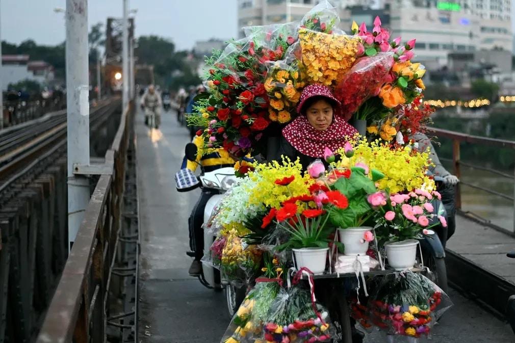 Vietnam Viragarus Long Bien Hid Bicikli Nap Fotoja