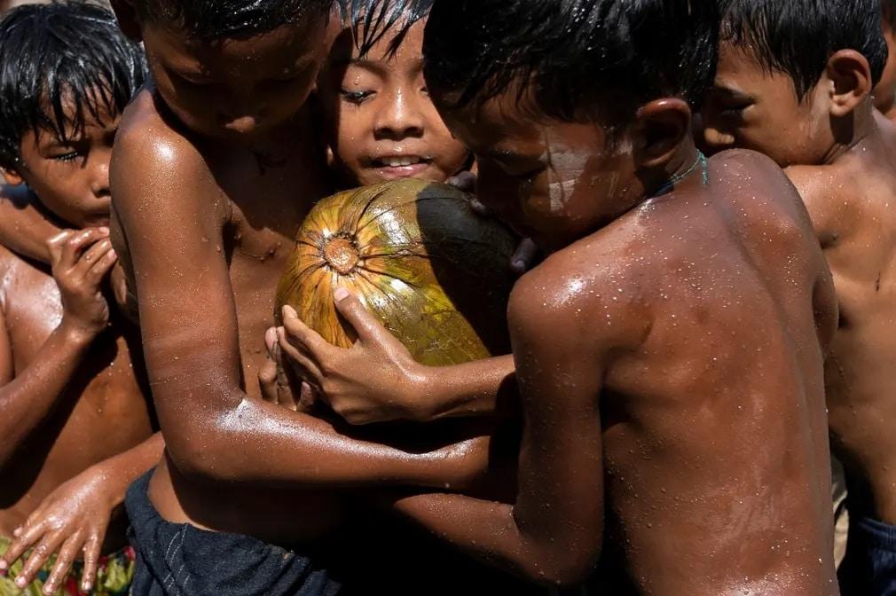 yangon gyerekek kokusz fuggetlenseg napja unnep nap fotoja