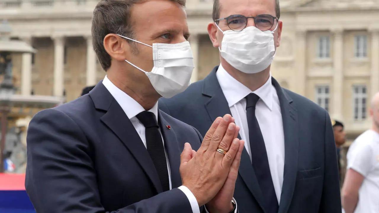 Jean-Castex-Emmanuel-Macron-Francia-Ettermek-Bezarasa-Buntetes
